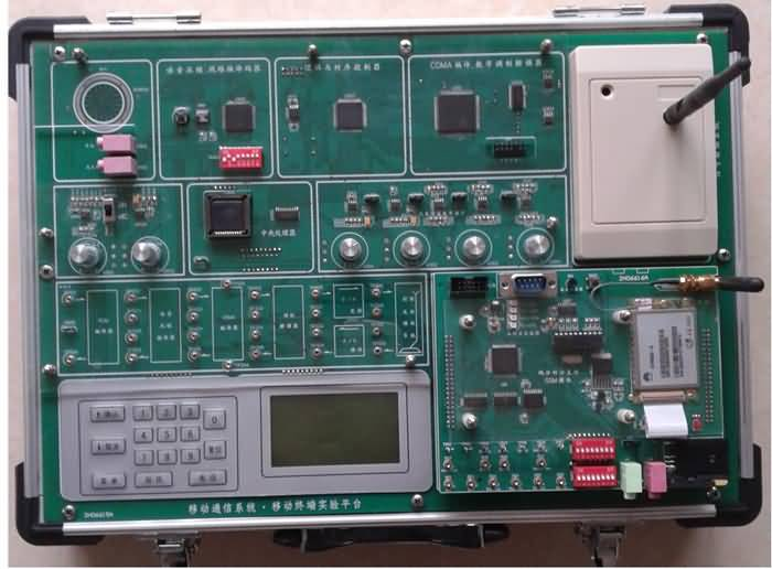 移动通信系列实验箱是本公司新近推出的新型移动通信实验系统,它有移动终端、移动基站、移动交换机组成。移动终端既可完成基本的移动原理实验且能自成系统完成相当于GSM和CDMA手机的通话与测试实验;也可和移动基站、移动交换机配合构成一个完整的移动通信系统。(网络组成见产品特点图) 一、技术指标 (一)移动通信原理实验箱(移动终端) 移动终端实验箱既能完成移动通信原理实验又能作为一个移动终端进行手机的系统实验和手机的测试实验 移动通信原理实验 信源编码实验; 声码器实验; 信道编码实验; 扩频解扩、CDMA编码实